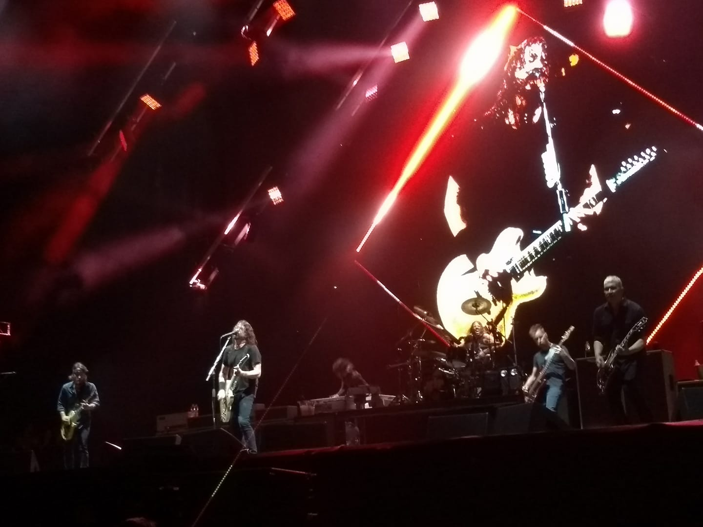 Foo Fighters & Queens Of The Stone Age em SP
